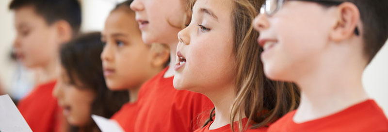 Kinder singen Nationalhymne
