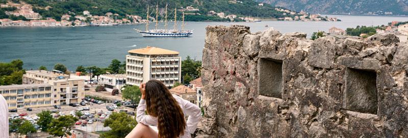 Touristin in Montenegro